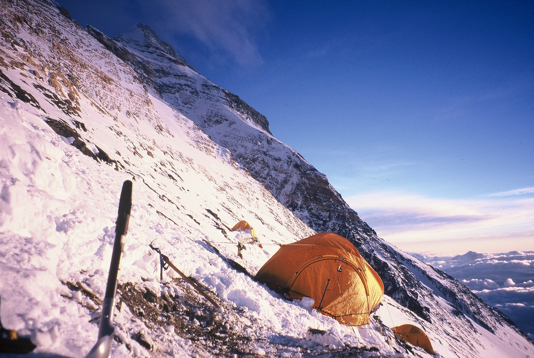 85.Al Camp 3 (8200m, Everest2000