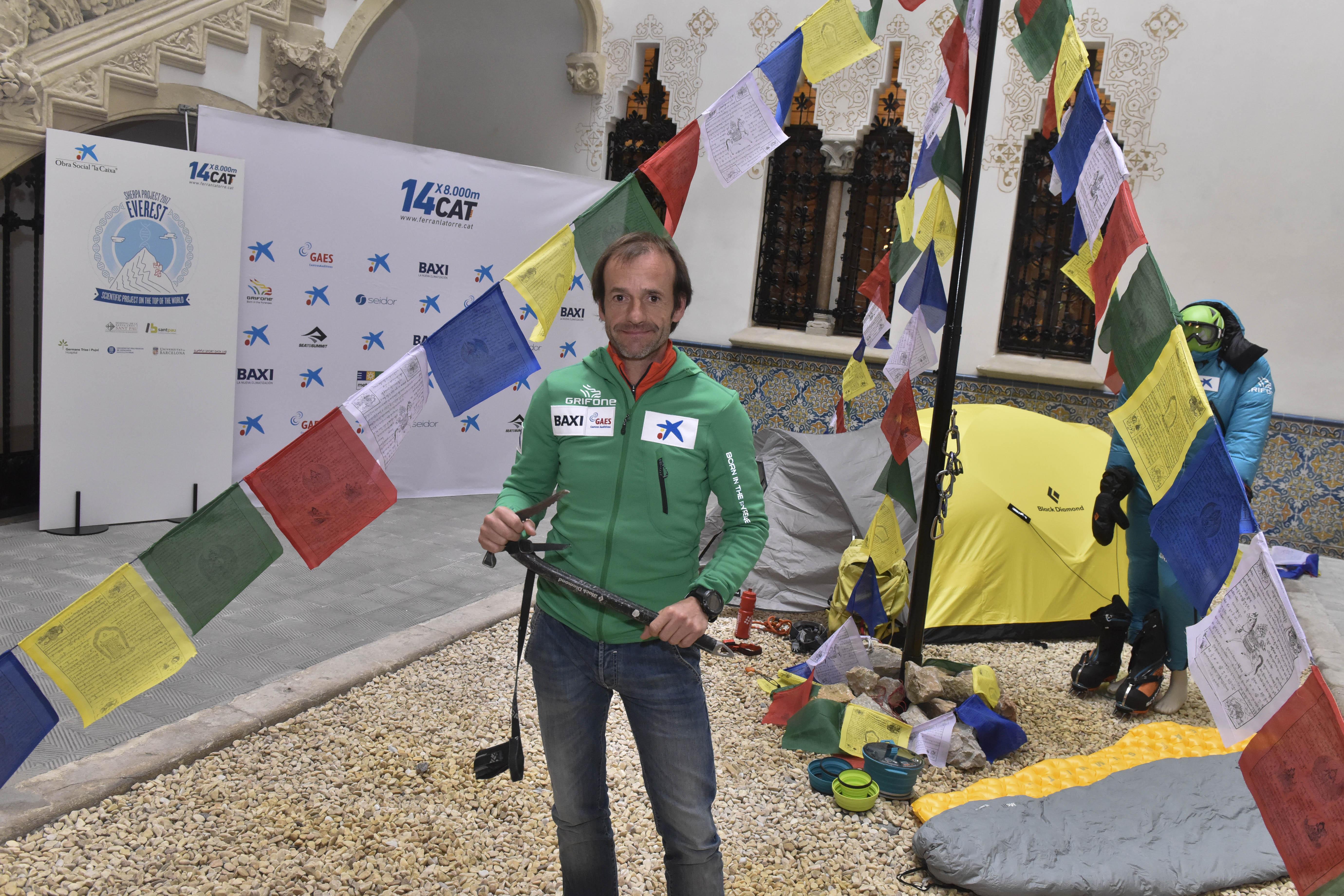 el-dia-9-d-abril-l-alpinista-ferran-latorre-inicia-una-expedicio-que-el-portara-a-coronar-el-seu-darrer-8-000-l-everest-de (1)
